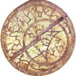 wikipediaより、16世紀のアストロラーベ